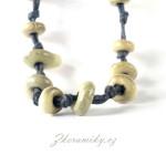 Keramické korálky, ručně modelované, celoglazované, lehoučké. Z dílny Nikoly Černíkové Kunčice pod Ondřejníkem (Beskydy)